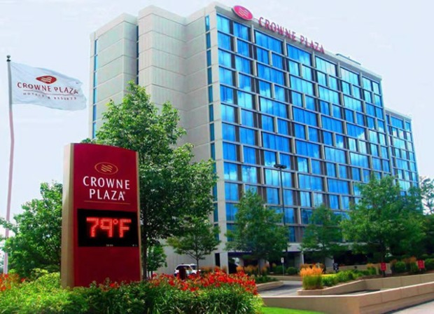 crowne-plaza-ohare-rosemont-exterior.jpg